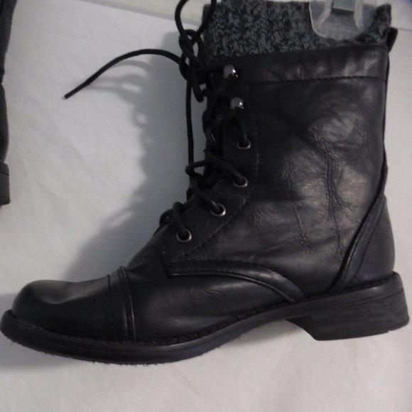 LINK girl's boots size 1.  Black with lace and zip